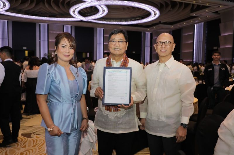 MANILA. Mayor Edwin Santiago received on November 5, 2019 the fifth Seal of Good Local Governance for the City of San Fernando, conferred by the Department of the Interior and Local Government. Joining him are Vice Mayor Jimmy Lazatin and City Local Government Operations Officer Marites Quillope.  (Contributed photo)