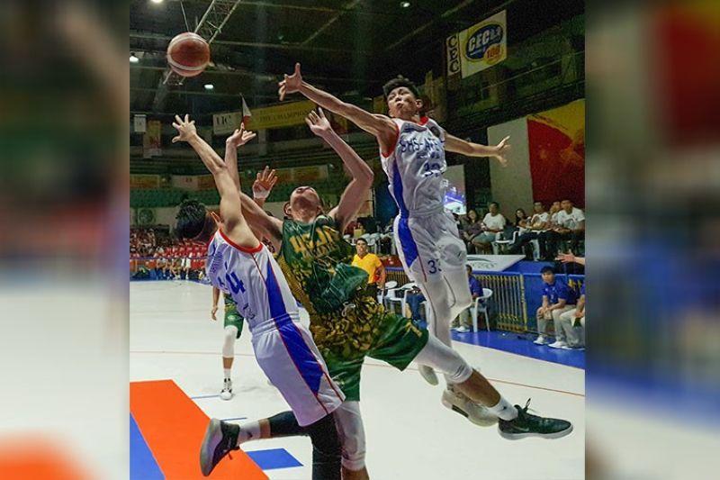 CEBU. Ateneo de Cebu's defense hounds USJ-R's main man Kevin Guibao. (Arni Aclao)