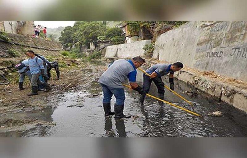 Clean-Up: Gipanguha sa mga kawani sa Solid Earth Development Corp. ug sa mga suppliers niini ang mga basura sa sapa ug kabaybayunan sa tunga-tungang San Fernando ug sa katulo nga okasyon ni'ng tuiga sa sapa sab sa Bulacao agi og pagpatuman sa mga programa sa DENR, EMB ug MGB. (Tampo)