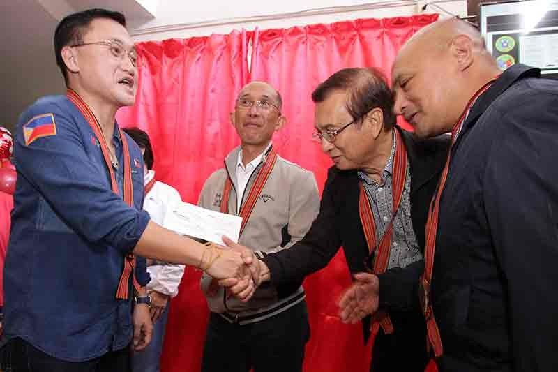 "BAGUIO. Baguio City Congressman Mark Go shakes hands with Senator Christopher ""Bong"" Go as Mayor Benjamin Magalong and doctor turned Benguet Governor Melchor Diclas thanks him for delivering the P200 million check from the Office of the President to Baguio City for the creation of the state of the art command center. The Baguio General Hospital (BGH) Malasakit Center was also relaunched with a P5 million fund also from the Office of the President. (Photo by Jean Nicole Cortes)"