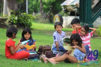 "CAGAYAN DE ORO. ""Peaceful war"" ang gilusad sa 4th Infantry Division aron maprotektahan ang mga batan-on batok sa mga pagpang-recruit sa walhong grupo atol sa kasaulogan sa Children's Month. (4ID)"