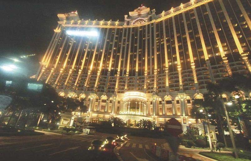 GALAXY HOTEL: Mi-amag sa kaanyag ang usa sa mga dagkong hotel sa Macau nga nagtanyag og diamond show. (Nick Olayao)
