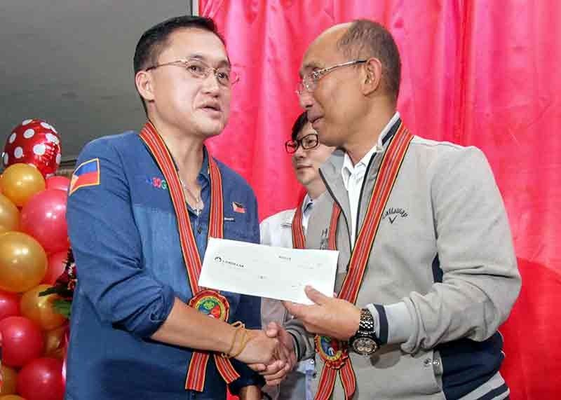 BAGUIO. Senator Christopher Lawrence Go hands over to Baguio City Mayor Benjamin Magalong P200 million cheque which will be used for the establishment of a state of the art command center in the city. (Photo by Jean Nicole Cortes)