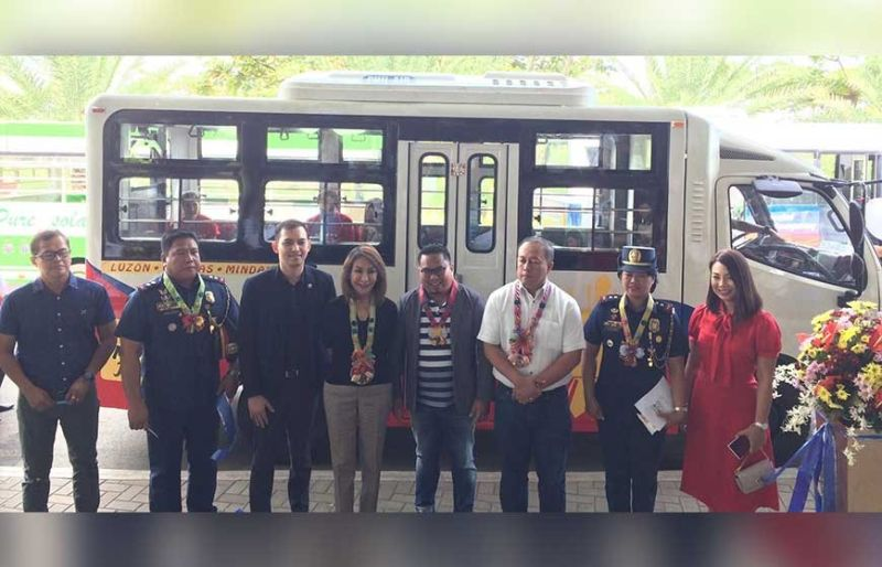 CARAVAN. Transport officials showcase modern public utility vehicles (PUVs) in a caravan meant to entice more participation in the modernization program of government. Gov. Gwendolyn Garcia was among the Cebu officials present in the event. (SunStar Photo/Jolissa Taboada)