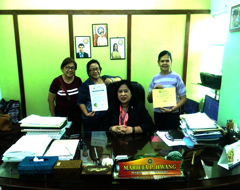 TARLAC CITY. Members of Tarlac High School (THS) Batch '69 show the cooperative certifications from the Cooperative Development Authority (CDA) making the group's dream a reality. (Contributed photo)