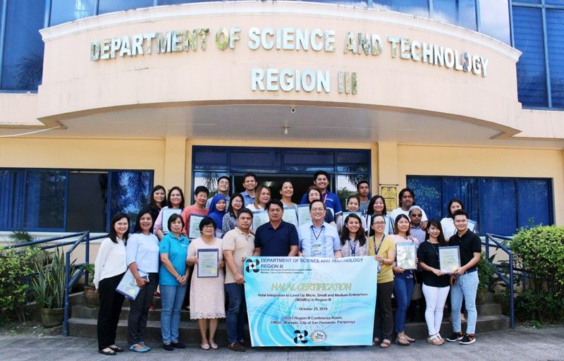CITY OF SAN FERNANDO. The Department of Science and Technology-Central Luzon (DOST-3) awarded Halal Certifications to 12 micro, small and medium enterprises (MSMEs) in Pampanga and Tarlac. (PIA-Central Luzon)