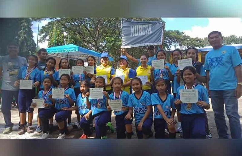 BACOLOD. Murcia elementary girls team winning the Area III crown for the first time. (Tony Oquindo Jr.)