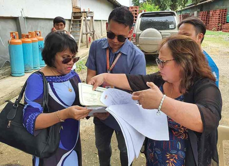 INSPECTION. Toledo City Veterinarian Dr. Nelcy Gardon (left) checks the documents presented by Rowena Oberes (right) of Emil's Poultry during an inspection of the facility on Monday, Nov. 11, 2019.  (Sunstar Photo / Arni Aclao)