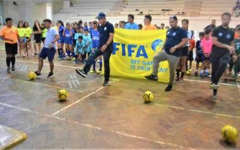 BACOLOD. Hundreds of young futsal players converged at the Negros Occidental Multi-Purpose Activity Center on Sunday, November 10, for the opening ceremony of the NOFA-DFL 3rd Conference Futsal Tournament. Leading the ceremonial kick-off are (from left) NOFA coach Reggie Miraflores, Referee Assessor Dennis Estaniel, DFL officials John dela Cruz and Mark Hilay. (Jerome S. Galunan Jr.)