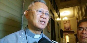 CEBU. Gitataw ni Cebu Archbishop Jose Palma nga gikalipay niya nga gidawat ni Bise Presidente Leni Robredo ang mamahimo nga usa sa mangulo sa programa sa gobiyerno nga pagpakiggubat batok sa ginadili nga drugas. (Hulagway kuha ni Fe Marie Dumaboc)
