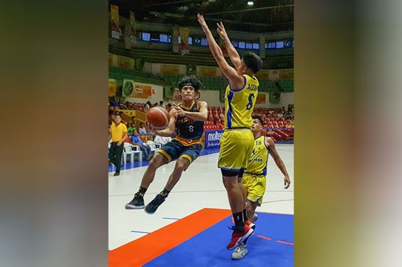 CEBU. USPF's Kyle Ochavo played like a man among boys as he finished with an incredible 30 points and 10 rebounds to lead the Baby Panthers to the win over the reigning high school champions UC Baby Webmasters. (Arni Aclao)