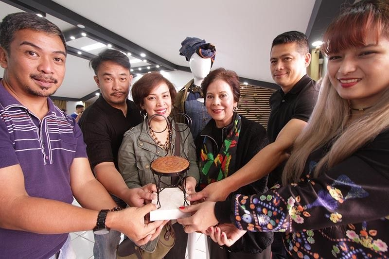 BAGUIO. Designers Eros Goze, Omeng Fallarme, Janet Gomez, Loly Gomez, Eric Coronacion and Julienne Paran present the patipot chair, which will serve as one of the trophies for the upcoming up-scaling fashion and industrial competition in December. (Jean Nicole Cortes)
