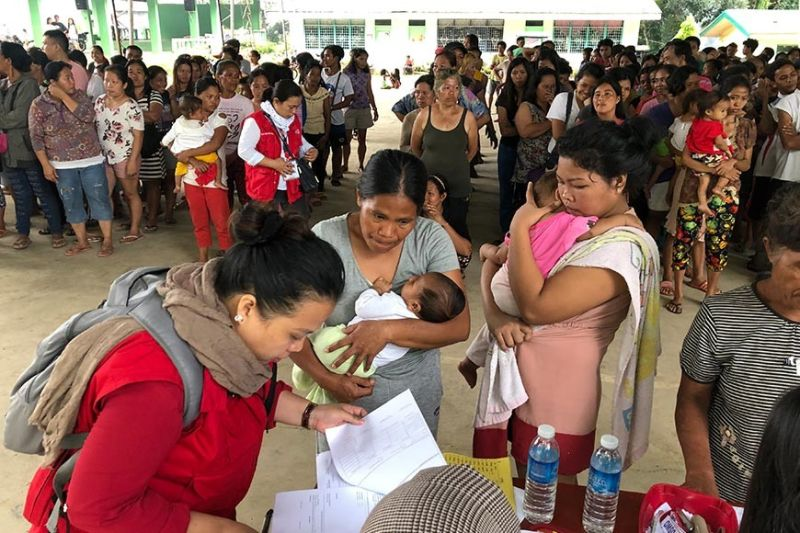 DAVAO. One of the health consultation activities for the evacuees. (Jeepy Compio)