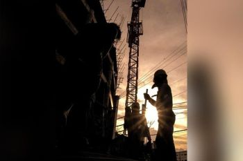 NO SIGNS OF SLOWING DOWN. Construction activities remain a strong growth driver for Central Visayas.  The boom in construction is seen in commercial, residential, office and hotel developments. (SunStar file)