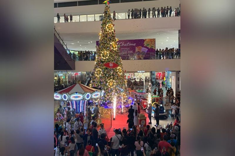 BACOLOD. SM City Bacolod unveils the tallest indoor Christmas Tree at 45 feet high. (Contributed photo)