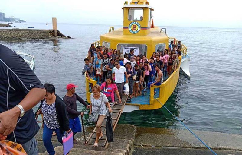 HAMUGAWAY: Ang taga isla sa Olango ug mga bisita sa maanindot nga isla sa dakbayan sa Lapu-Lapu may kapilian na nga kasakyan nga mas hamugaway, luwas ug paspas. (Flor Q. Querubin)