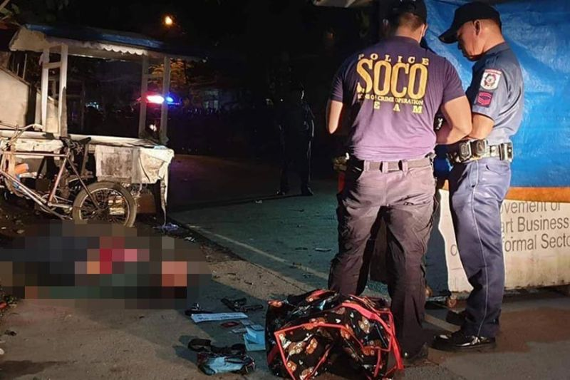 "CAGAYAN DE ORO. Archolito Palubon alias ""Bingcol"", the alleged leader of a robbery group died after fighting back against police operatives in a failed robbery attempt of an establishment in barangay Carmen Tuesday night. (Photo by Kris Sialana/Superbalita)"