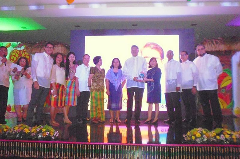 MANILA. Negrense farmer Jesus Antonio Orbida (fifth from right) receives the award as finalist in this year's National Organic Agriculture Achievers Award small farmer (individual) category from the DA officials led by Undersecretary and  alternate chair of the National Organic Agriculture Board Evelyn Laviña (fourth from right). Also in photo, Office of the Provincial Agriculturist team headed by Provincial Agriculturist Japhet Masculino (sixth from left). (Contributed Photo)