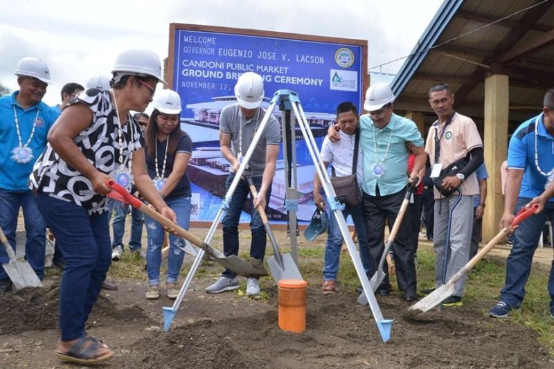 BACOLOD. Governor Bong Lacson (center) at the groundbreaking ceremony of the P50 Million Public Market project in the Municipality of Candoni, together with Mayor Cicero Borromeo and other local officials. (Capitol photo)