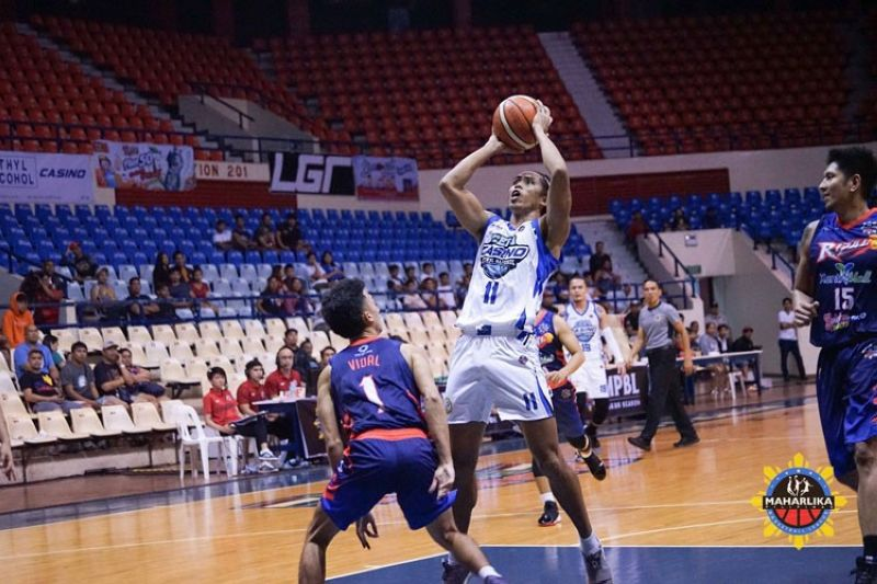 Cebu-Casino Ethyl Alcohol forward Rhaffy Octobre also played a key role in their win over the Navotas Uni-Pak Sardine in the MPBL.(Foto courtesy of the MPBL)