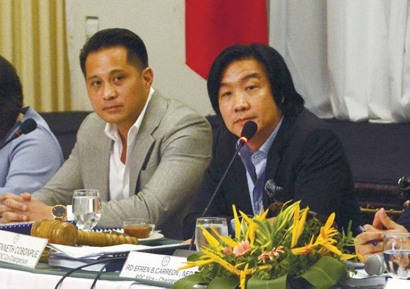 CEBU. Cebuano designer Kenneth Cobonpue (right) attends a meeting of the Regional Development Council-Central Visayas in 2018. Also in the photo is businessman Glenn Soco (left). (SunStar File)