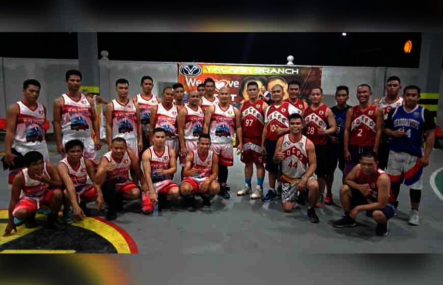 CAGAYAN DE ORO. Sports-loving cops of Cagayan de Oro, spearheaded by Police Major Ericson Sabanal and Green Cdeo Eagles Club president Ulysses Romulo triumph over the Rural Transit (RTMI) dribblers of Jessie Lentorio in their recent basketball exhibition match at the RTMI gym along Yacapin Street, Cagayan de Oro City. (Contributed Photo)