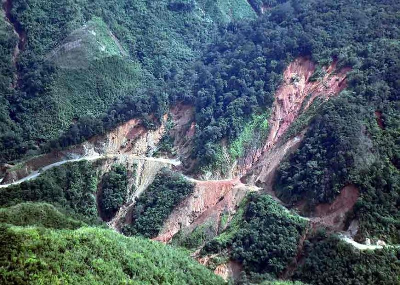 BENGUET. Several road networks in the province of Apayao are still closed due to the landslide incidents caused by the massive rains brought by Typhoon Quiel last week. The landslide incidents in the province hamper the relief and response operations by the provincial government and the DSWD due to isolation of the areas particularly in the upper towns of Apayao. The Cordillera Regional Disaster Risk and Reduction Management Council led by Chairman Albert Mogol and Apayao Governor Eleanor Bulut – Begtang conducted an aerial inspection to assess damages in the province on Wednesday. Photo by Redjie Melvic Cawis