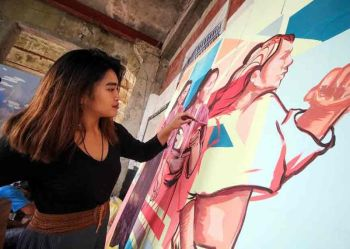 Creative Fest. Artist Venazir Martinez puts on finishing touches on her painting at the Diplomat Hotel as part of Baguio City's creative festival dubbed 'Ibagiw' from November 16 to 24. Photo by Jean Nicole Cortes