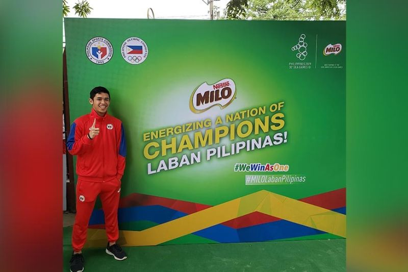 """Dabawenyo shuttler. Arthur Samuel """"Pingkoy"""" Salvado is proud to represent the country in the 30th Southeast Asian (SEA) Games. (Contributed photo)"""