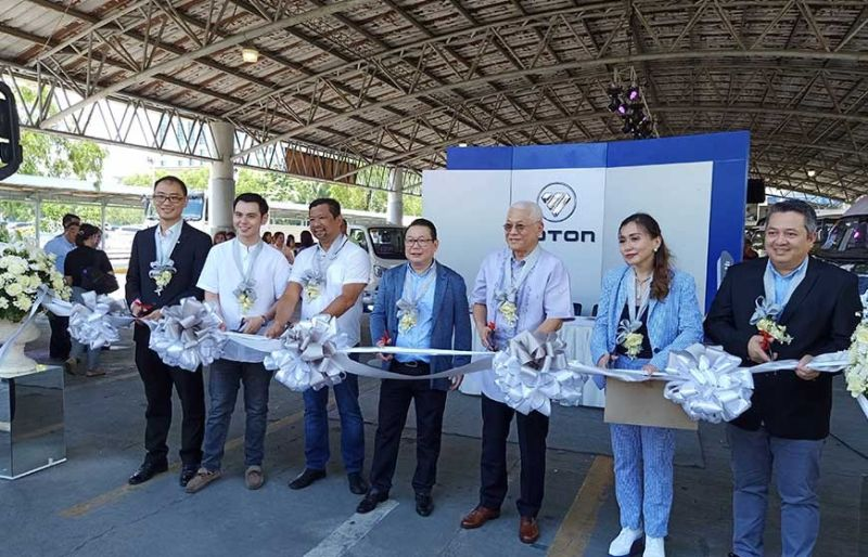 RIBBON CUTTING CEREMONY. (Left) Eric Zhang, country manager of Foton China; Michael Goho, executive vice president of Foton Talisay; Victor Emmanuel Caindec, director of the Land Transportation Office 7; Albert Go, president of Foton Mandaue; Alexander Gaisano, director of Foton Mandaue; Jennifer Go, executive vice president of Foton Mandaue; and Levy Santos, vice president of sales and marketing of Foton Motor Philippines, open Foton's Big Atrucktion event in Cebu. (Contributed Photo)