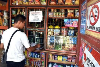 INSPECTION. A member of the Anti-Smoke Free Baguio Task Force continuously conducts inspection of the various business establishments including sari-sari stores in the city of Baguio to ensure that cigarettes are not being sold near schools as mandated by the anti-smoking ordinance of the city. (Photo by Redjie Melvic Cawis)