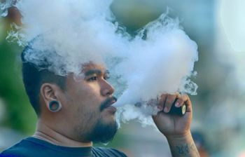 STOP NOW. A man uses an electronic cigarette in Cebu City. The first case of e-cigarette or vape-associated lung injury in the Philippines has been recorded in Central Visayas, prompting the Department of Health to ask users of e-cigarettes or other vaping products to stop. (SunStar Photo/Alex Badayos)