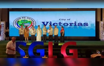 MANILA. The City Government of Victorias through Victorias City Mayor Francis Frederick Palanca and Vice Mayor Jerry Jover received an accolade as a National Seal of Local Governance from the Department of Interior and Local Government recently. (Contributed photo)