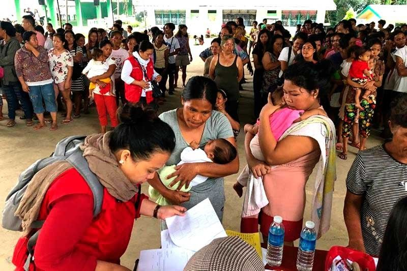NO FEAR. Civil society, civic organizations, academics, religious communities and other stakeholders must work with local governtments in Mindanao to provide psychotherapy and other interventions addressing the mental health needs of earthquake survivors, especially children, adolescents and the elderly. (File Foto)