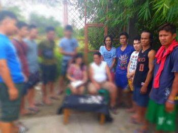 CEBU. Lima ka lalake ang nasikop sa Talisay City Police Station-Drug Enforcement Unit sa gihimo nga buy-bust operation sa Sitio Libo, Barangay Mohon, Dakbayan sa Sugbo. (Tampo nga hulagway)