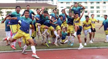CHAMPIONS AGAIN. Members of the University of San Carlos college football team celebrate after their 3-0 win over the University of Cebu in the final of the Cebu Schools Athletic Foundation Inc. (SUNSTAR FOTO / AMPER CAMPAÑA)