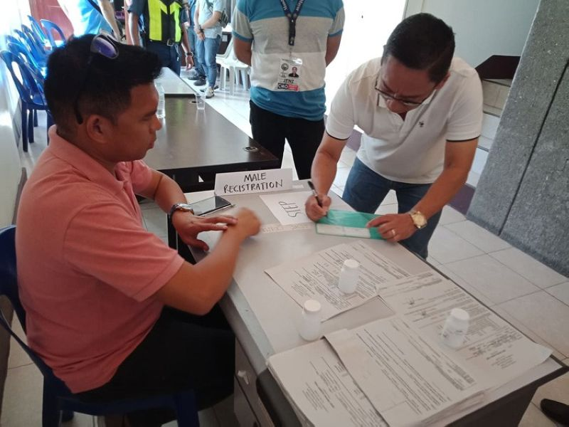 Mandaue City Mayor Jonas Cortes (left) signs a sheet just before he undergoes a surprise drug test organized by the City Anti-Drug Abuse Council (CADAC) earlier today, Nov. 18, 2019 (SunStar foto/ Kate F. Denolang)