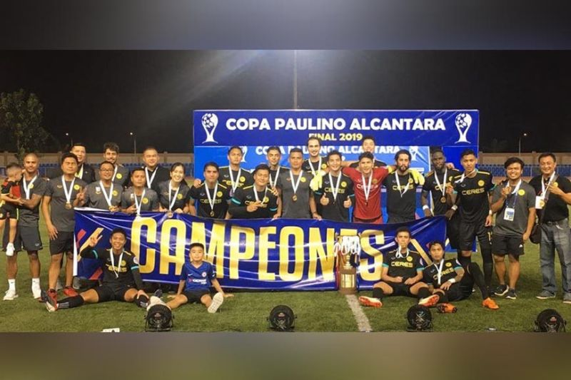 BACOLOD. Ceres-Negros FC in posterity after winning the Copa Paulino Alcantara over the weekend. (Alfe Sebuha)