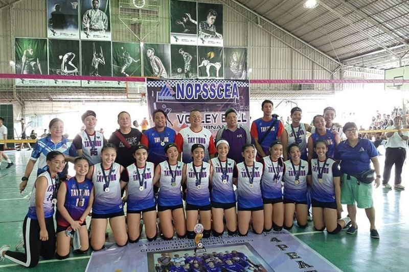 BACOLOD. Bacolod Tay Tung High School Thunderbolts celebrates 4-peat in the 39th NOPSSCEA secondary girls volleyball. (Biboy Calamba)