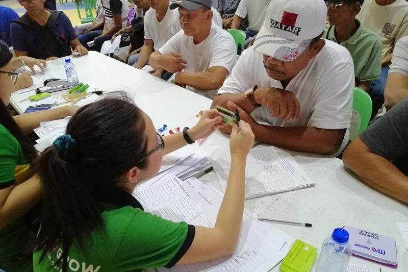 PAMPANGA. The Land Bank of the Philippines recently distributed cash cards worth P15,000 each to 686 Kapampangan farmers at Bren Z. Guiao Convention Center. (Contributed photo)