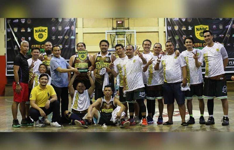 '99ERS: Ang kinatibuk-ang puwersa sa Ninety Niners nga nagselebrar human sa ilang malampuson nga kampanya sa USC-NABC: Cebu City Mayor's Cup diin sila maoy nakampiyon sa Division I. (Tampo)