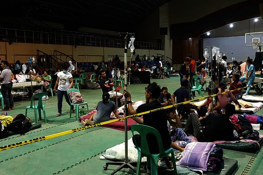 BUKIDNON. Hundreds of patients from Simbulan and Pahilan hospitals in Don Carlos, Bukidnon were transferred to the municipal gymnasium for temporary shelter after a magnitude 5.9 earthquake jolted Kadingilan town and other parts of Mindanao, Monday night, November 18. (Photo courtesy of Jun Abrena)