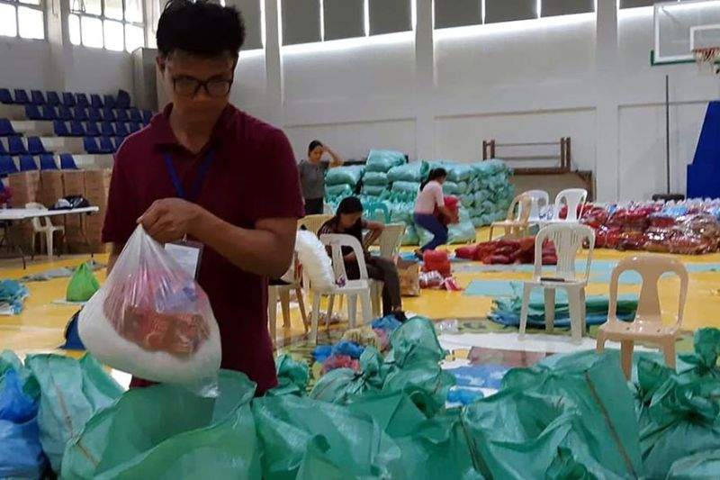RELIEF. Volunteers segregate food and non-food items which will be given as relief to the thousands of affected families of Apayao due to the flooding and landslides in the different municipalities of Apayao. (Redjie Melvic Cawis)
