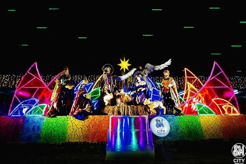 CLARK FREEPORT. SM City Tarlac's 42-foot Belen sits on a multi-colored fountain amid bright, divergently colored panels depicting the miraculous scene in the book of Exodus.