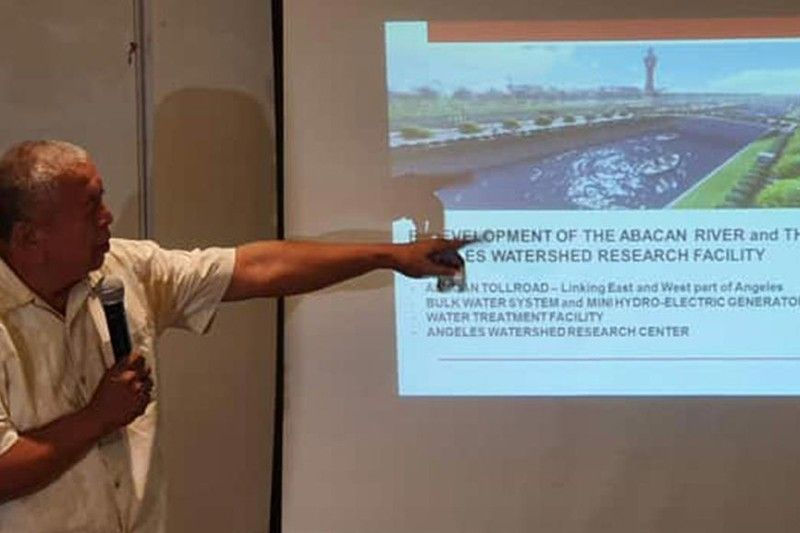 CLARK FREEPORT. Talaingat Danum Foundation Chairman Abong Tayag briefs members of the Pampanga Press Club the importance of saving and preserving the water shed during Tuesday's News at Hues, Park Inn Hotel, SM City Clark. (Chris Navarro)