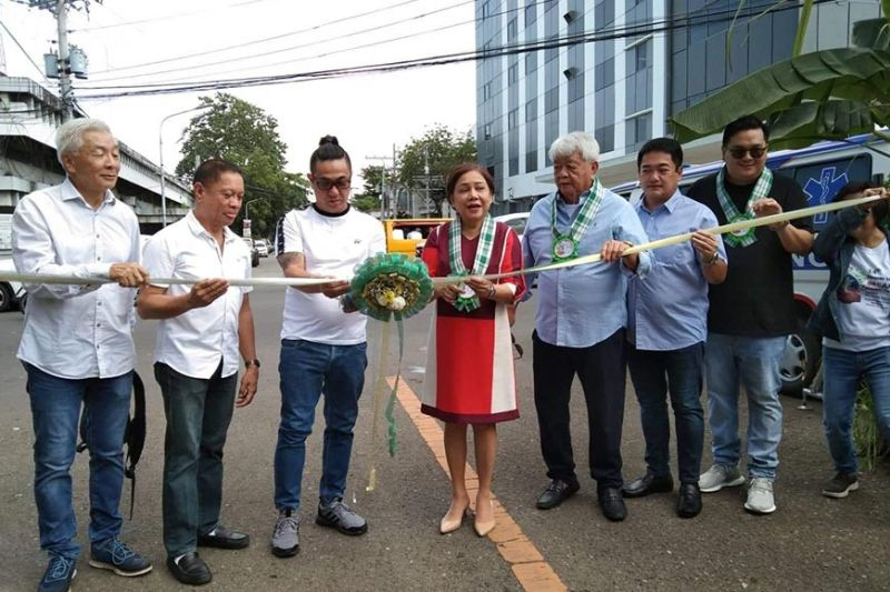 BACOLOD. Senator Cynthia Villar with SPM Andrew Montelibano leads the ribbon cutting during the opening of the 14th Negros Island Organic Farmer's Festival in front of the Provincial Capitol Wednesday, November 20, 2019. (Photo by Prime Tejida)