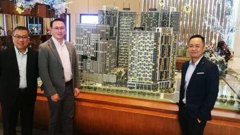 Present during the press conference and preview of the Mandani Bay Quay Tower 3 fully furnished designer studio unit are (from left): HTLand project adviser Jeffrey Lun; HTLand project director Gilbert Ang; and Mandani Bay sales head Audrey Villa.