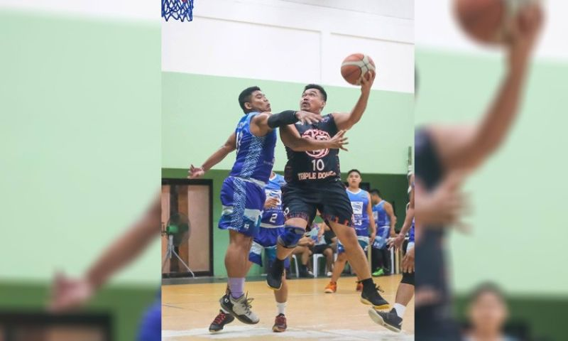 A player from Triple Double goes up for a layup against the defense of Suarez.. Triple Double eventually snatched a close 74-73 win over Suarez during the Southside Basketball League Season 4 at the Sacred Heart Center basketball court last Sunday, November 17, 2019. (Contributed foto)