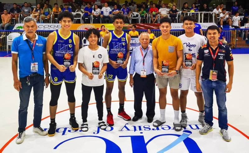 Cesafi commissioner Felix Tiukinhuy poses with the members of the Mythical Five and the Most Valuable Player, LA Casinillo (second, from right). (SunStar foto/Jonas N. Panerio)