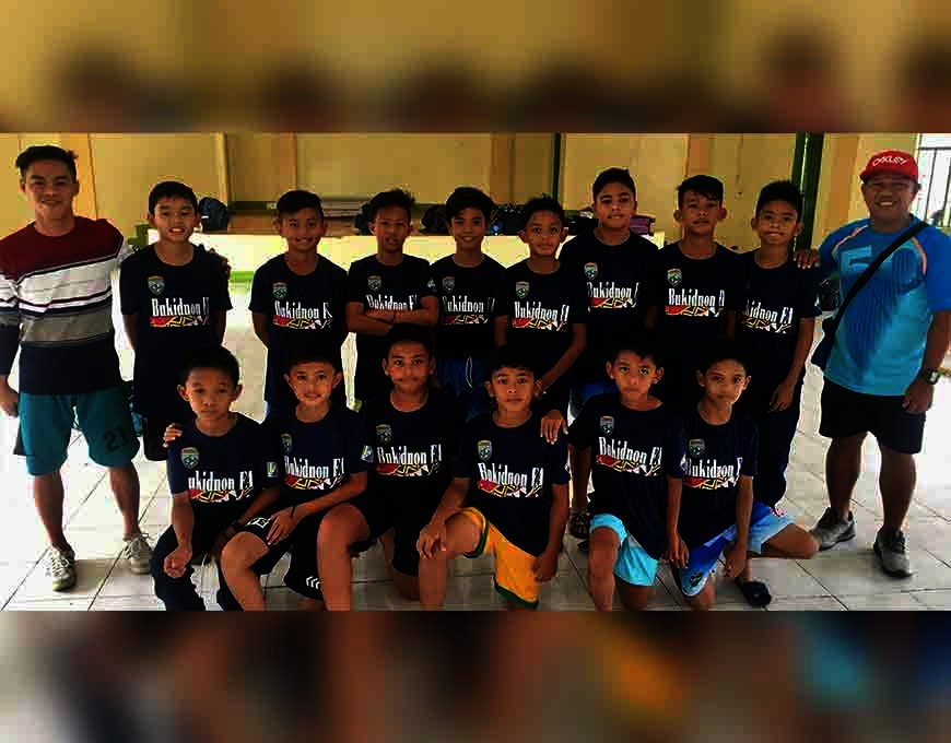 Bukidnon Boys with coach Guillier Sumampong (standing right) and assistant coach Jayson Andagan (standing left). (Jack Biantan)